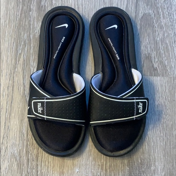 sports shoes 9eeb5 afad0 Nike Comfort Footbed Slip On Sandals